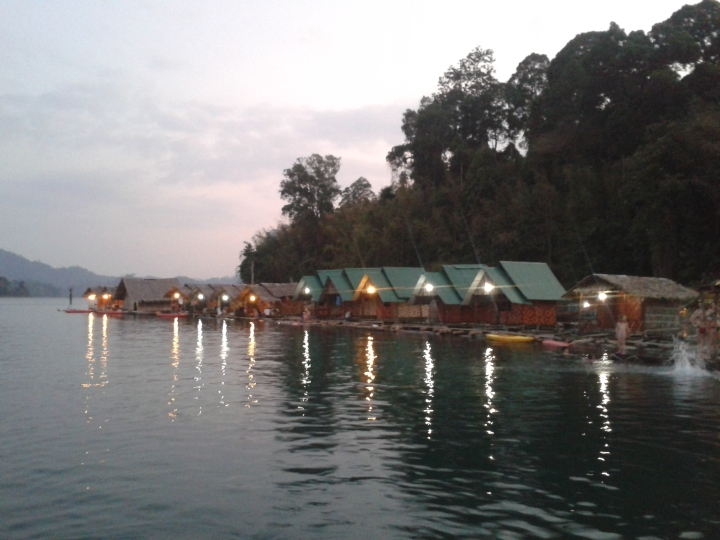 Overnachten op het water inThailand